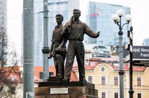 Green Bridge sculptures should be removed, says Vilnius mayor-elect
