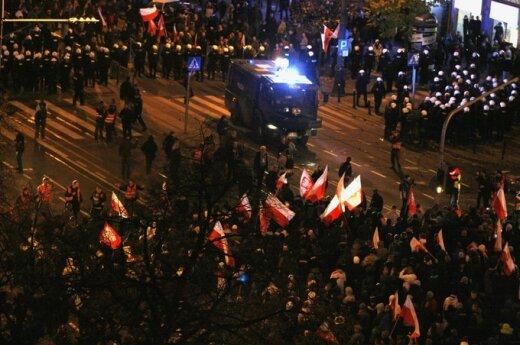 """""""Marsz Niepodległości"""": Rutynowe działania policji czy zamierzona prowokacja?"""