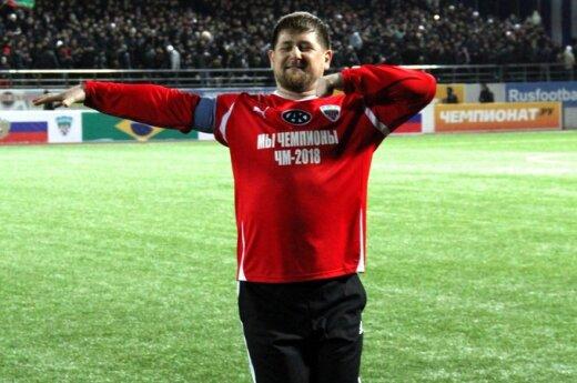 Prieš mačą Ramzanas Kadyrovas sušoko žiūrovams