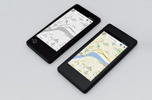 Медведеву подарили первый российский смартфон иностранной сборки