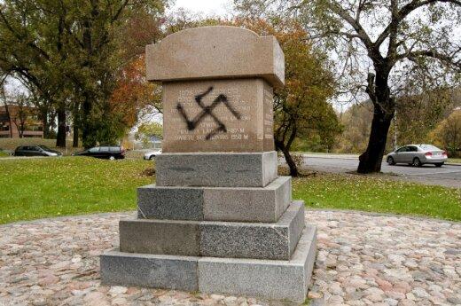 Monumentas