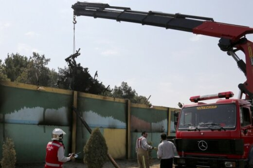 Названо число выживших при падении самолета в Иране