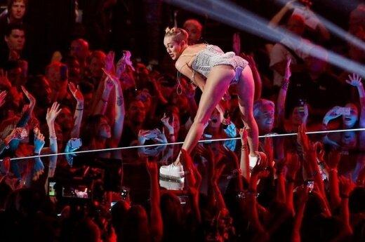 ФОТО: Молодая певица шокировала откровенным поведением на вручении наград MTV