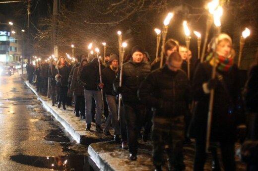 Ультрапатриоты 13 января почтили шествием с факелами