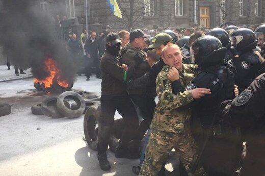 В Киеве - столкновения у администрации президента