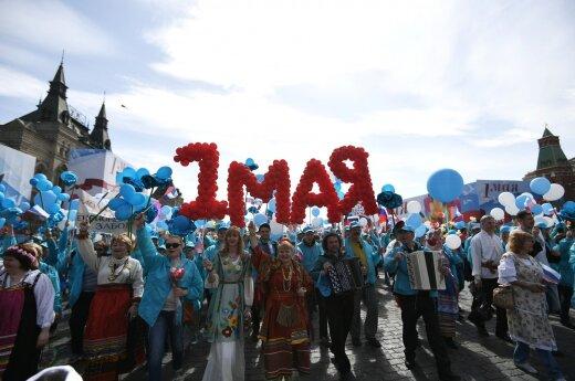 """Первомай в России: Милонов, """"Монстрация"""" и задержания геев"""