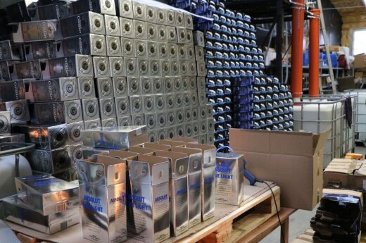 Добыча каунасской полиции – 26 т нелегального алкоголя