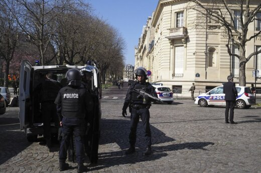 Paryžiuje dėl pranešimo apie padėtą bombą evakuota 100 prokuratūros darbuotojų