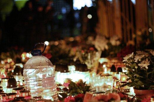 Tragedijos vietoje pabuvojęs lietuvis: kalnai griuvėsių, jūra degančių žvakių ir daugybė gėlių žiedų