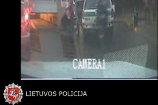 Paviešintas dar vienas mažylės gyvybės gelbėjimo operacijos vaizdo įrašas