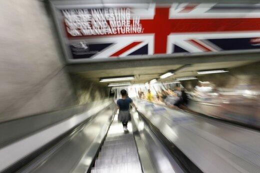 """Anglijos lietuvių nemokamas savaitraštis """"Tiesa"""" platinamas Londono metro stotyse"""