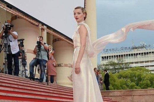 """БОЛЬШАЯ ГАЛЕРЕЯ: Все звезды завершившегося """"Кинотавра"""""""