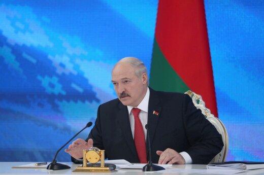 """В Литве ответили на """"высосанные из пальца небылицы"""" Лукашенко о военных лагерях"""