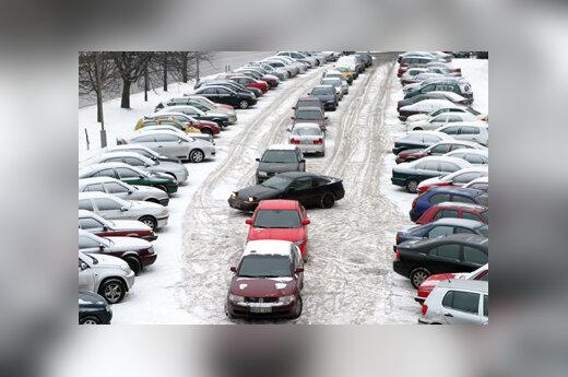 Automobiliai stovėjimo aikštelėje