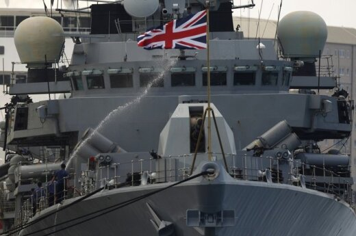 Britų karo laivas prisišvartavo Gibraltare