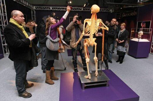 Bioetycy oburzeni wystawą