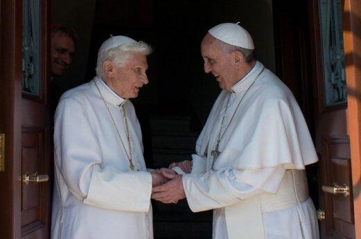 Popiežius emeritas Benediktas XVI ir popiežius Pranciškus
