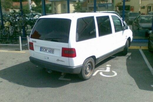 """Parkavimas prie Palangos prekybos centro """"Maxima"""""""