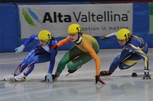 Agnė Sereikaitė (viduryje)