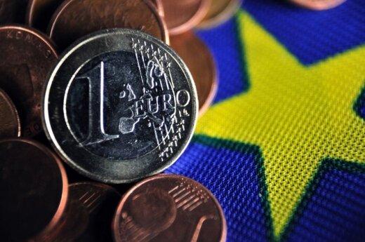 Евробарометр: 40% опрошенных в Литве - за евро, 49% - против
