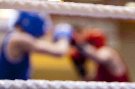Боксер сломал руку после удара в голову сопернику