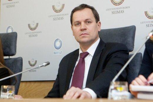 Томашевский: фамилия на языке оригинала на допстранице не решит проблему
