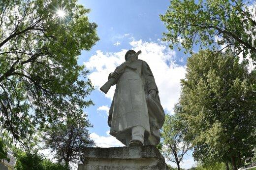 Merkinės sovietinio kario paminklas