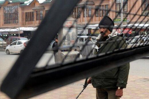 Indijos Kašmyro sukarintos policijos pareigūnas