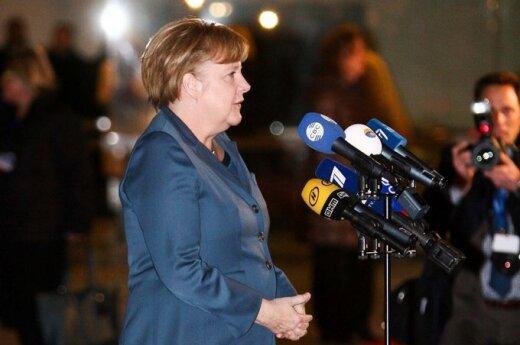 Меркель предостерегает Януковича от применения силы