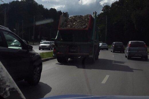 Pasipiktinęs vairuotojas: kaip tokie važinėja po miestą?