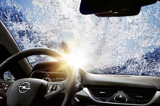 Patarimai vairuotojams: ką daryti, kai užšalo stiklai