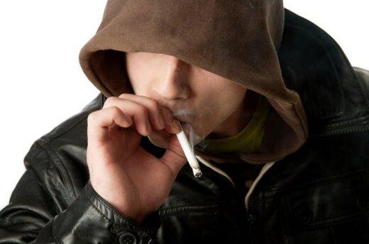 Samorządy nie mogą zabronić palenia tylko niepełnoletnim