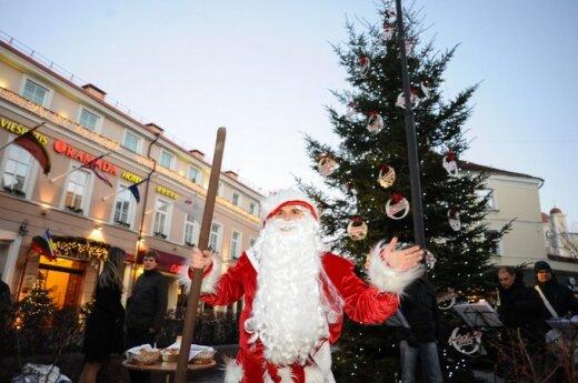 Įžiebta pirmoji sostinėje Kalėdų eglutė