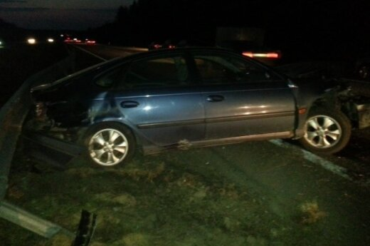 """Dėl nevaldomos priekabos """"Toyota"""" pateko į šiurpią avariją"""
