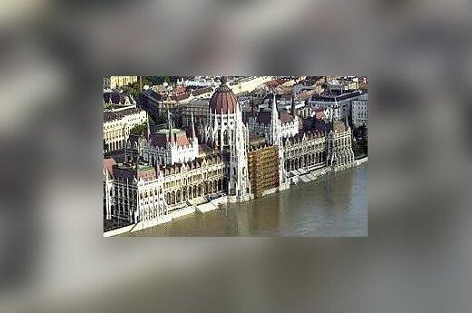 Nauja Vengrijos konstitucija: suvaržomos Konstitucinio Teismo galios, kyla grėsmė žiniasklaidos pliuralizmui ir teismų nepriklausomybei
