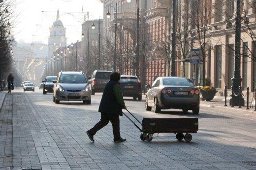 Специалисты: неприятный запах в Вильнюсе не должен быть опасным, но на улицу лучше не выходить