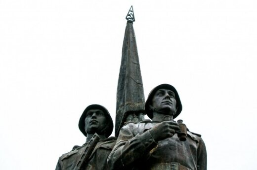 Премьер о скульптурах на Зеленом мосту: пусть решают специалисты