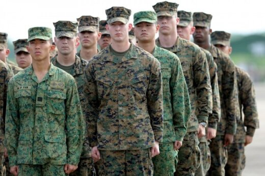 US infantry with heavy combat equipment arrive in Lithuania