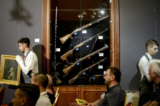 Rumunijos diktatoriaus N. Ceausescu medžioklinis šautuvas parduotas už 32,5 tūkst. eurų