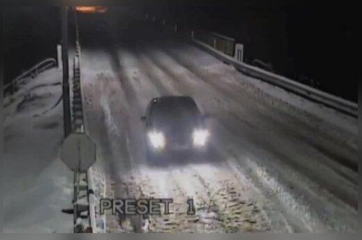 Российский автоугонщик взял границу Беларуси штурмом