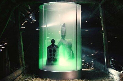 Kadras iš Beissoul ir Einius vaizdo klipo