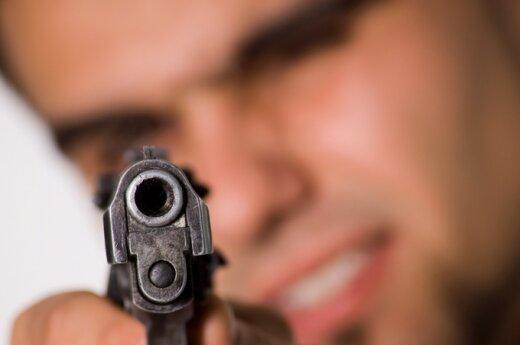 В Вильнюсе полицейский применил оружие против преступника
