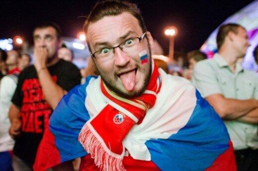 Российские болельщики в Литве болеют мирно – с флагами и песнями