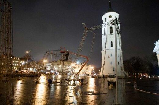 Katedros aikštėje - aukščiausia Kalėdų eglė Baltijos šalyse