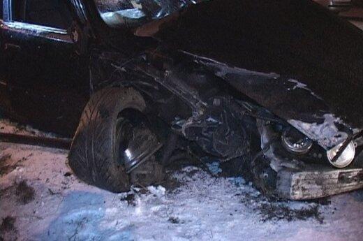 В Вильнюсе BMW побил две машины и перевернулся