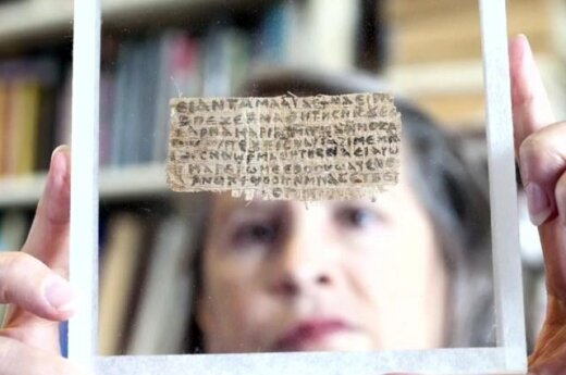 Ученые обнаружили папирус с упоминанием жены Иисуса Христа