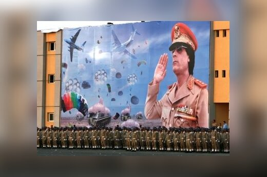 """В Москву прибывает """"должник"""" Каддафи"""