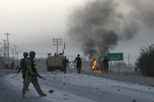 Prie JAV konsulato Afganistane savižudis susprogino automobilį