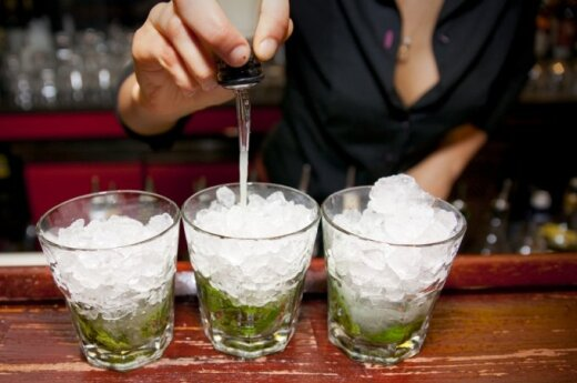 Iš draudimo prekiauti alkoholiu barai nepasipelno