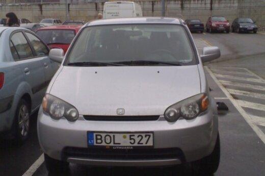 """Honda prie """"Rimi"""", Savanorių g., Vilniuje"""
